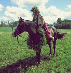 Jāņu ziedus meklējot, Laura ar Zuzi fotosesija